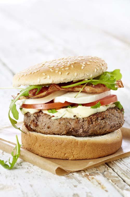 Hamburger à l'italienne pancetta-mozzarella