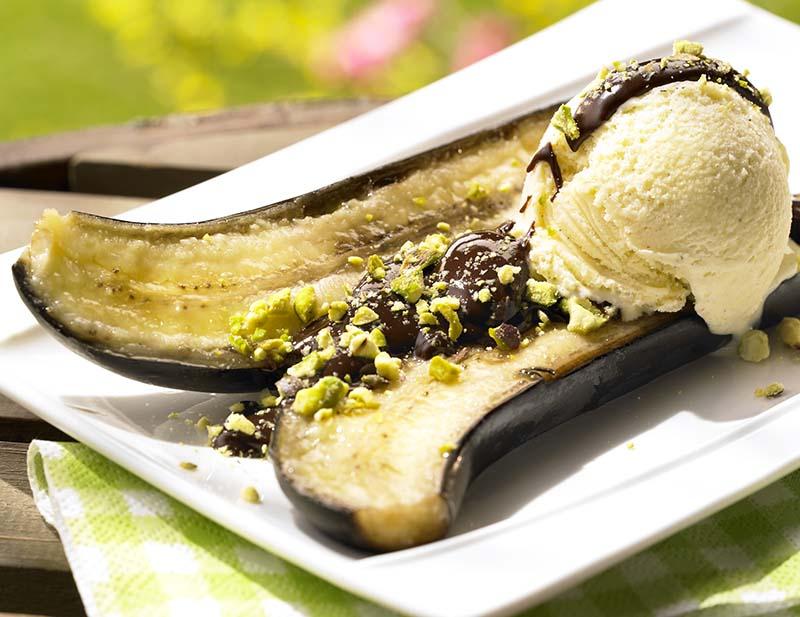 Banaan op de barbecue met chocolade