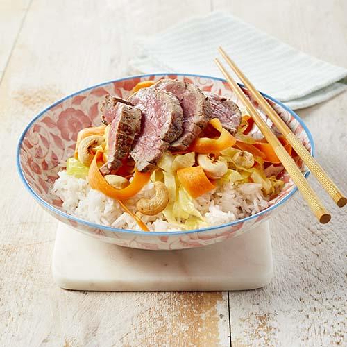 wok met spitskool, wortelpappardelle en rumpsteak | colruyt