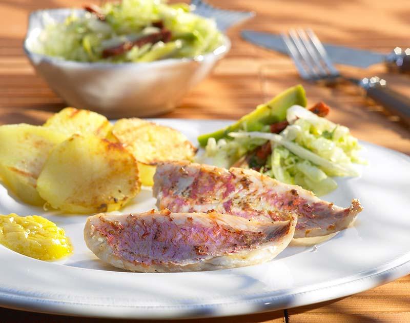 Filets de rouget barbet et salade estivale