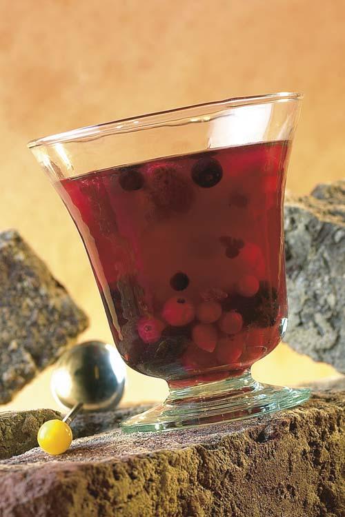 Bowl van druiven, bessen en kersen
