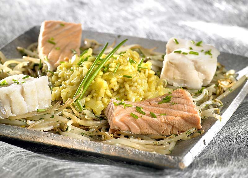 Mignonnettes de poisson, risotto et germes de soja
