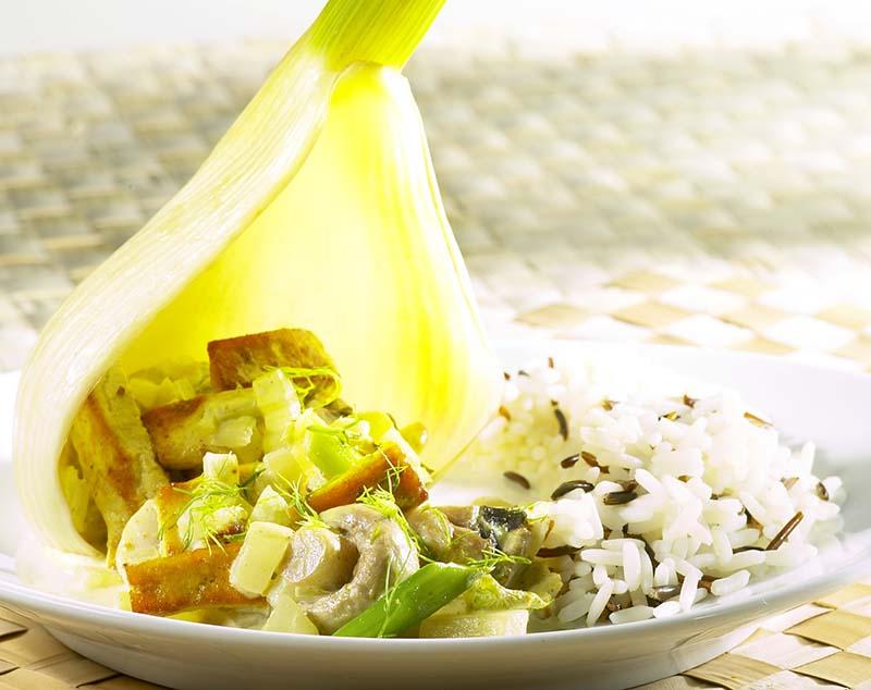 Curry de tofu en habit de fenouil et riz sauvage