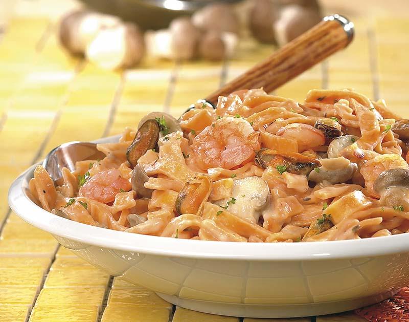 Tagliatelles aux champignons et fruits de mer