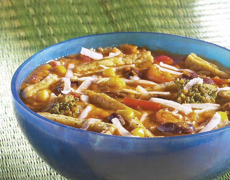 Kruidige maaltijdsoep met tofukorstjes