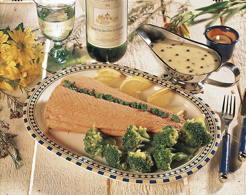 Saumon, sauce au poivre vert