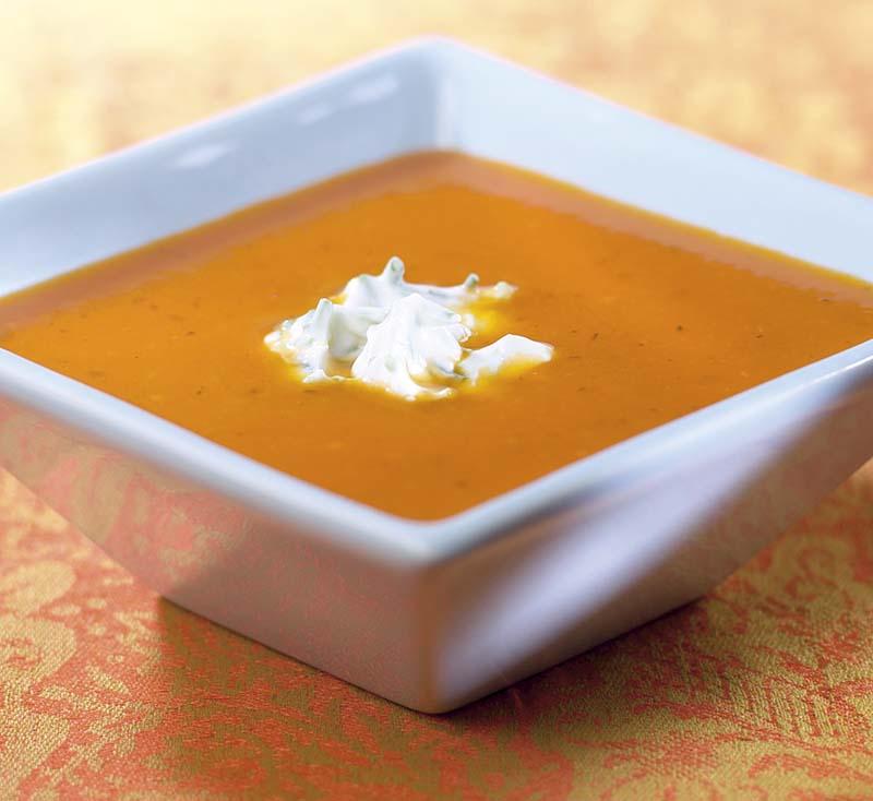 Feestelijke tomaten-saffraansoep
