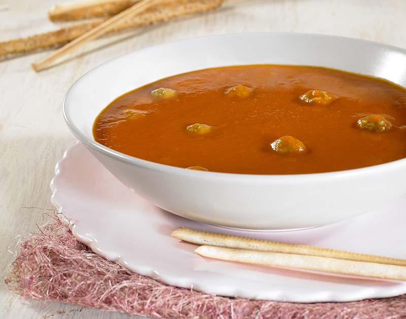 tomatensoep met balletjes en vermicelli
