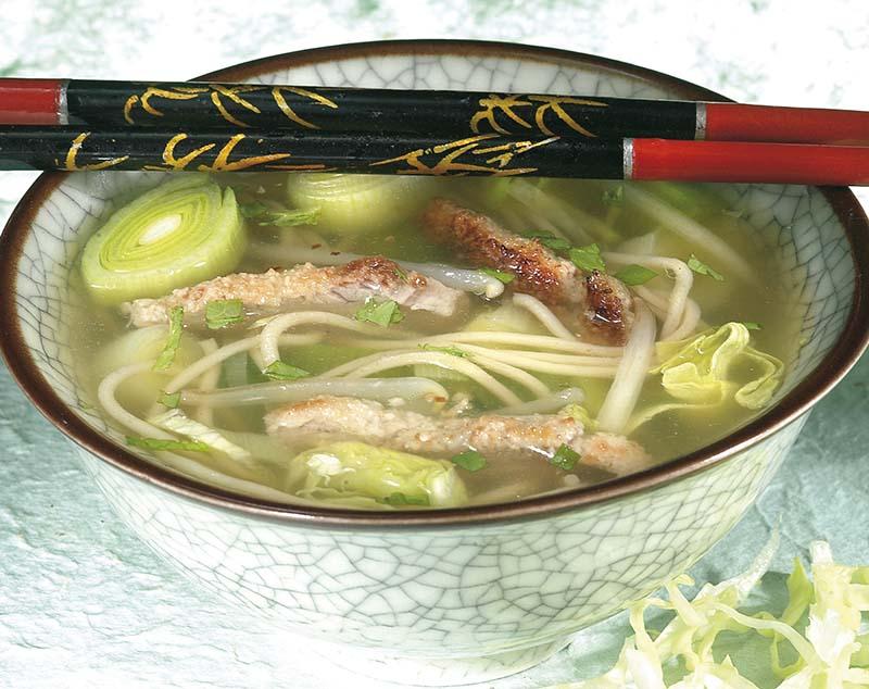 Japanse soep met gepaneerd vlees
