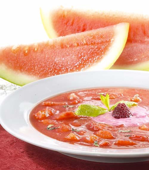 Soep van rode vruchten met zure room
