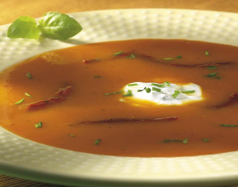 Potage potiron-tomates et crème aux fines herbes