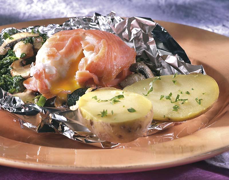 Oeuf mollet au saumon et aux épinards, en papillote