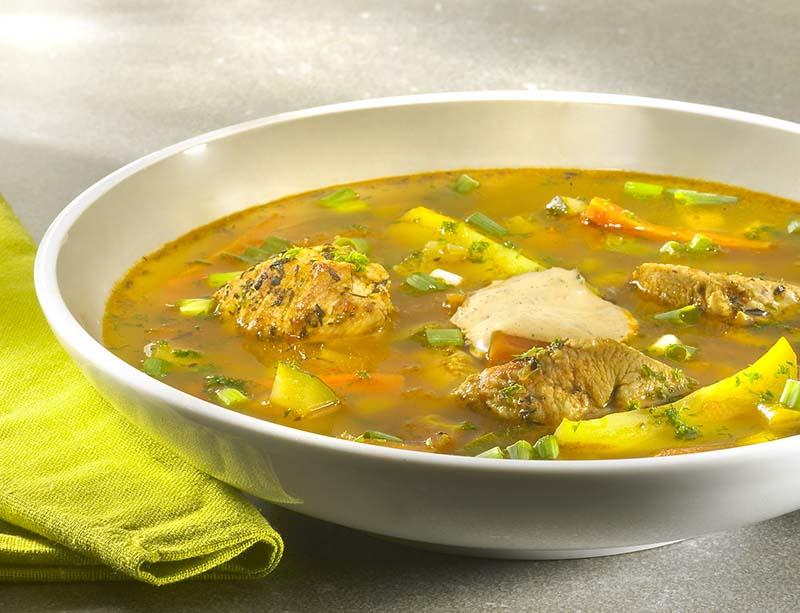 Potage de légumes à la dinde et rouille au basilic