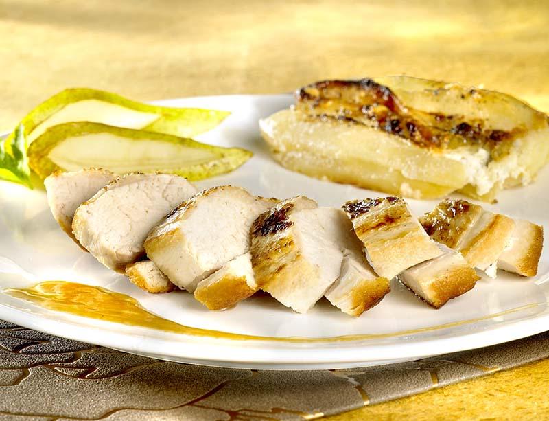 Suprêmes de poulet et gratin de pommes de terre aux poires