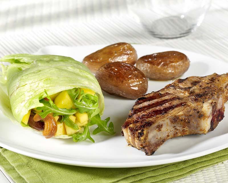 Côtes d'agneau et pommes de terre au laurier