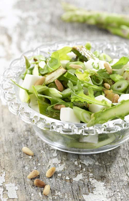 Salade d'asperges au chèvre et aux jeunes oignons