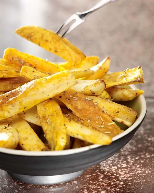 Staafjes van pastinaak en zoete aardappel