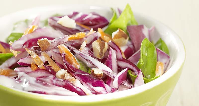 Salade de chou rouge et dressing au yaourt