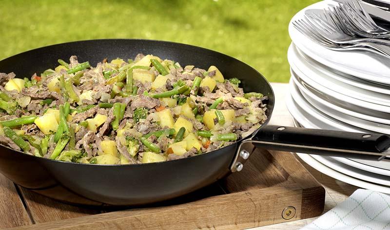 Runderreepjes en Forestièregroentjes in de wok