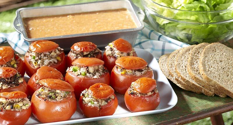 Veggieschotel met gevulde tomaatjes