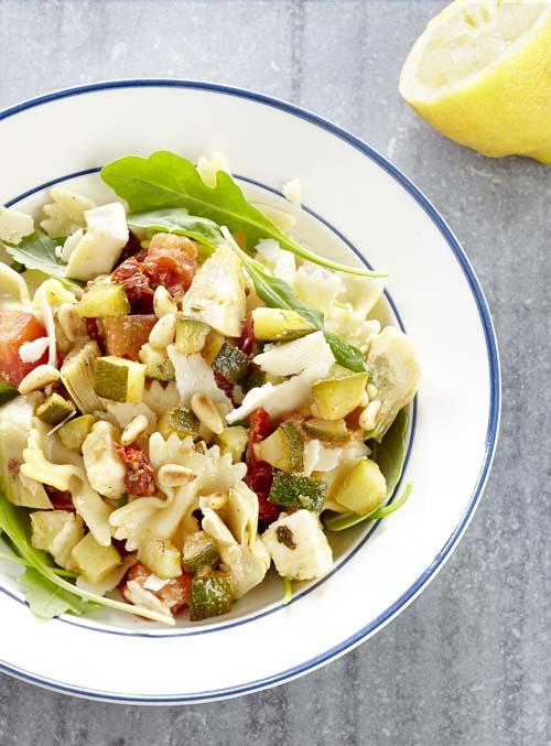 Salade de pâtes aux courgettes et à la mozzarella