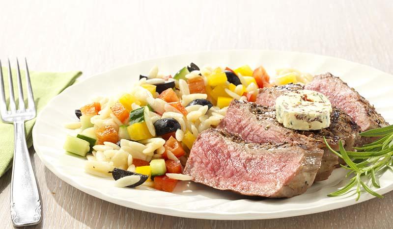 Contre-filet, beurre tomate-basilic et salade de risones