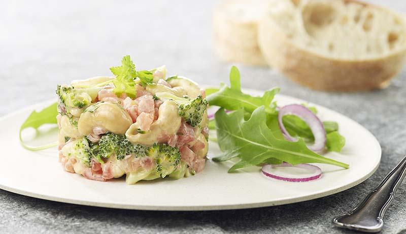 Groentetorentje van tomaat en broccoli