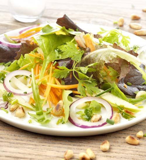 Salade à la pomme verte et aux pignons de pin