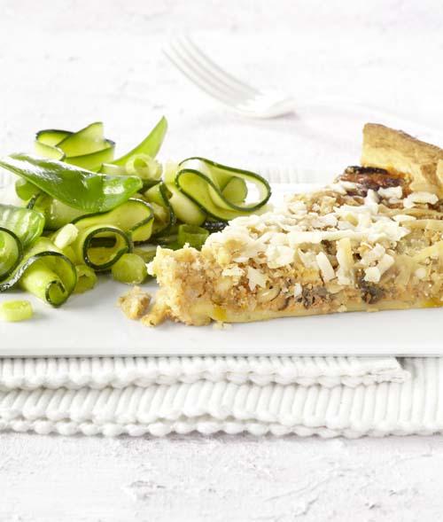 Aubergine-paprikaquiche met peultjessalade