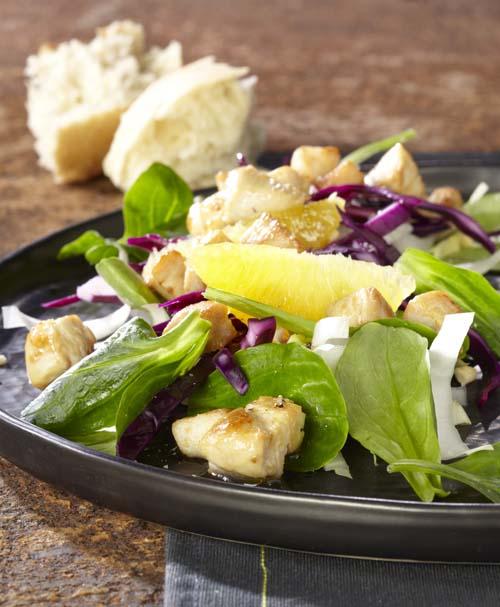 Salade de chicons au chou rouge mariné et au poulet