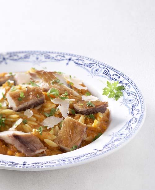 Gerookte makreel met risone in groentesaus