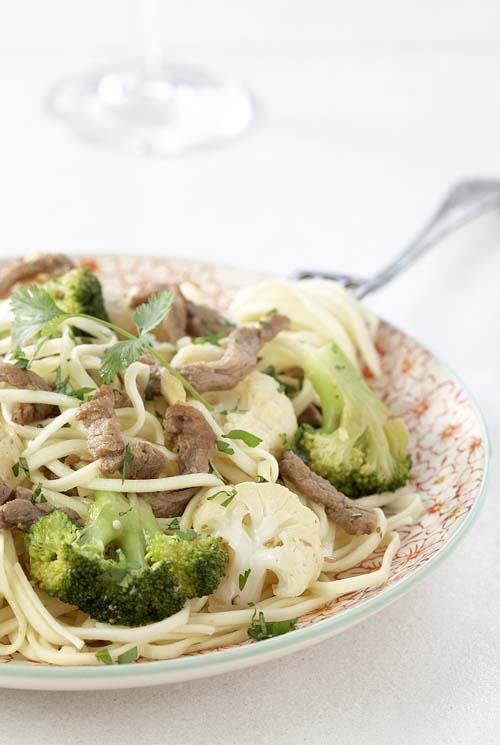 gewokte runderreepjes met bloemkool en broccoli   colruyt