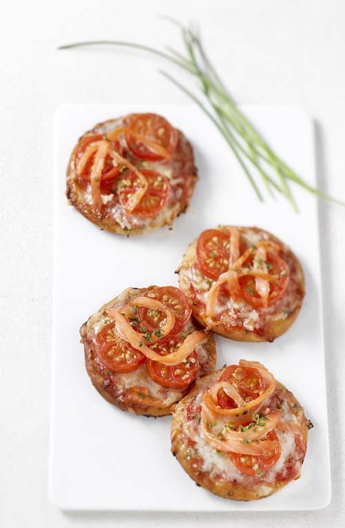 Pizzetta au saumon fumé et aux tomates