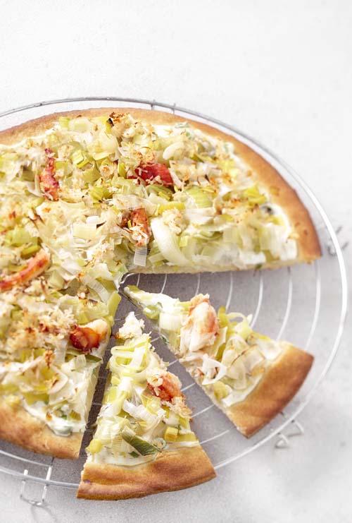 Pizza au crabe, aux poireaux et à la ricotta