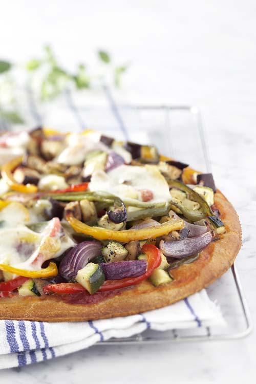 Pizza méditerranéenne à l'aubergine et aux poivrons grillés