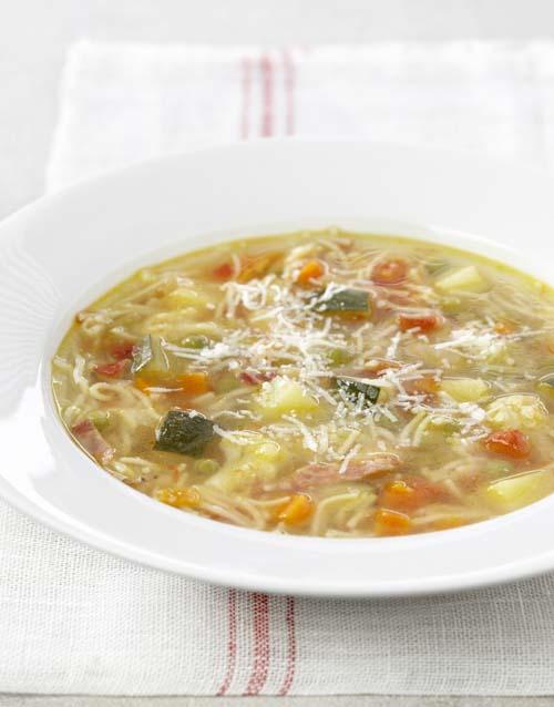 Minestrone met pancetta en parmezaan