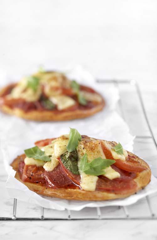 Minipizzas au gouda et au salami