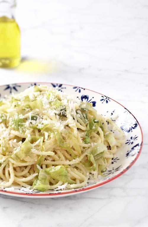 Pikante spaghetti met andijvie en kikkererwtenpuree