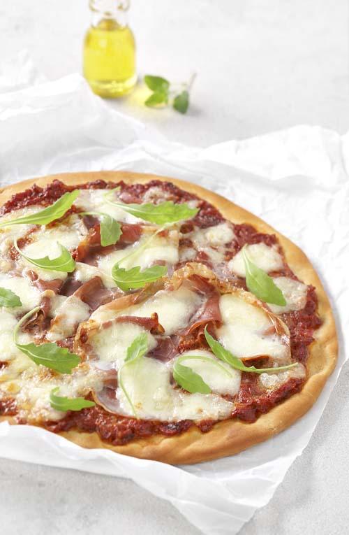 Pizza Parma met mozzarella en rucola