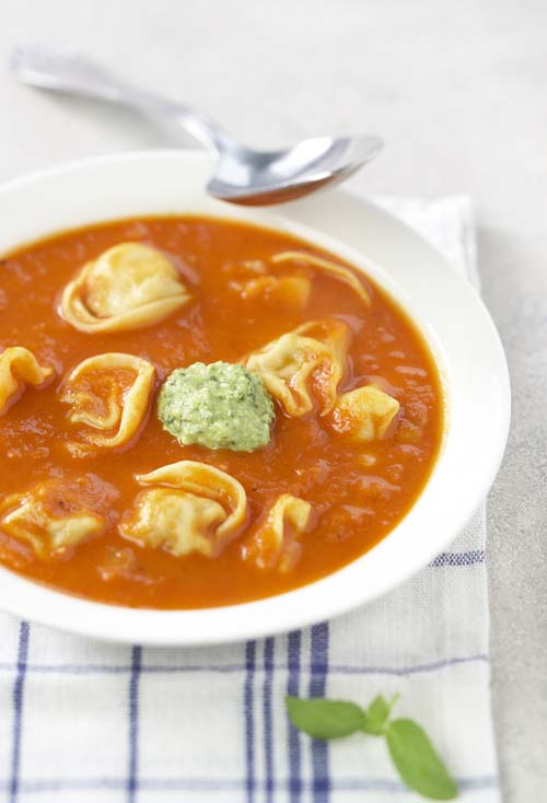Potage tomate-fenouil et cappellettis au jambon cru