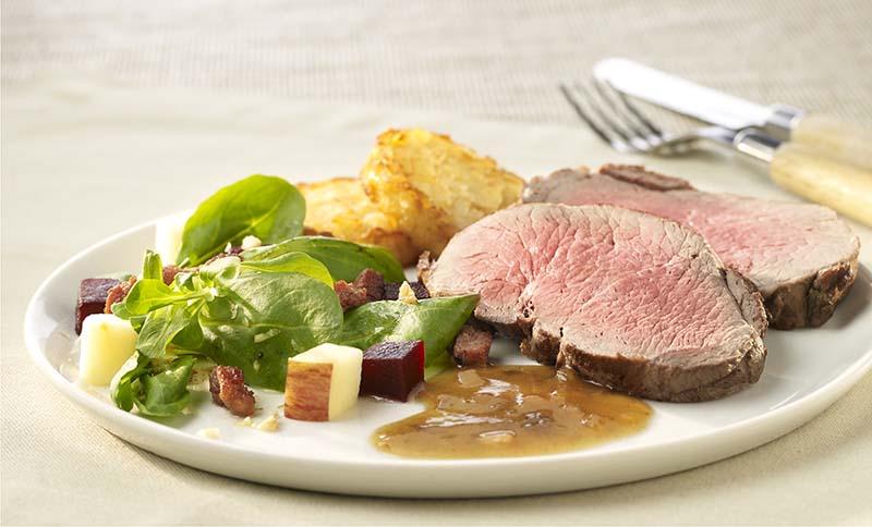 Rôti de marcassin et salade de betterave rouge