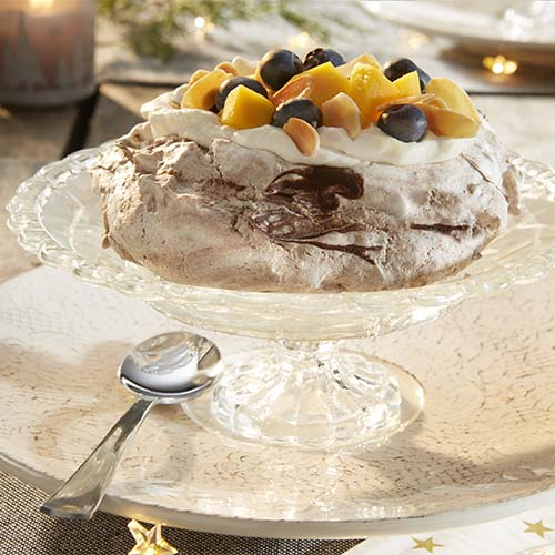 Pavlovas au chocolat fruits frais et chantilly