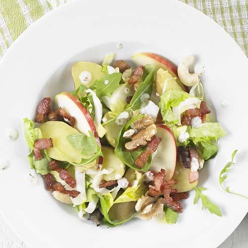 Salade-repas aux chicons et aux lardons