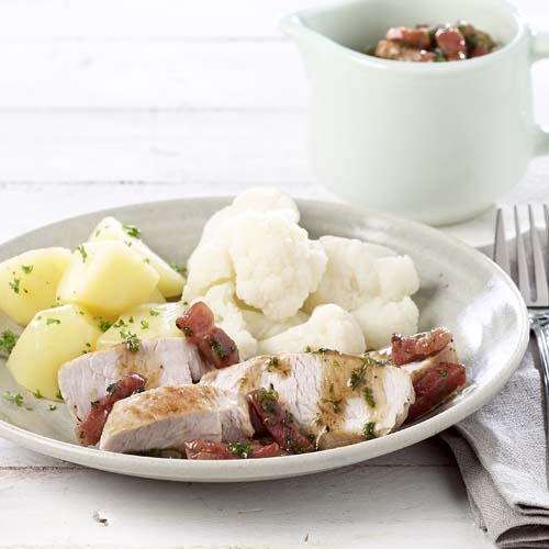 Filets de dindonneau au chou-fleur, sauce aux lardons