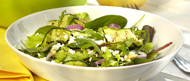 Salade met gegrilde courgette en feta