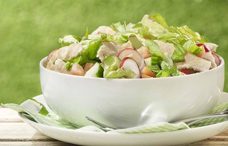 Salade Fattoush à la pita grillée et à la menthe