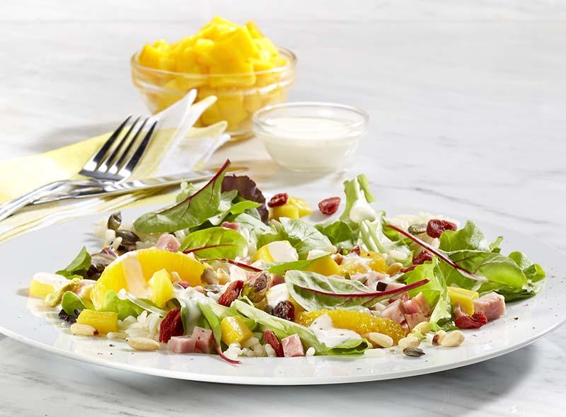 Salade de riz à la mangue et aux baies de goji