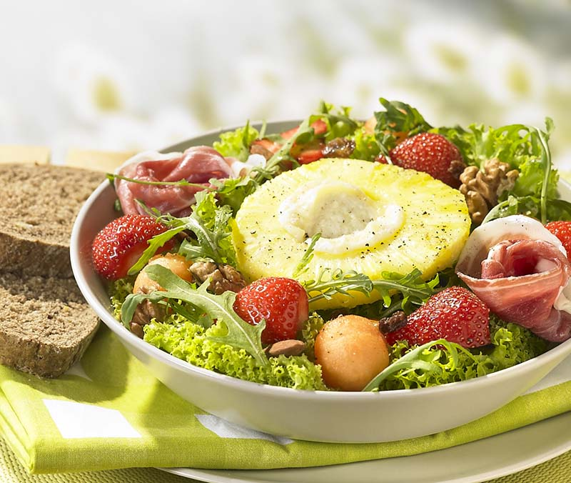Salade fruitée et ananas grillé au chèvre