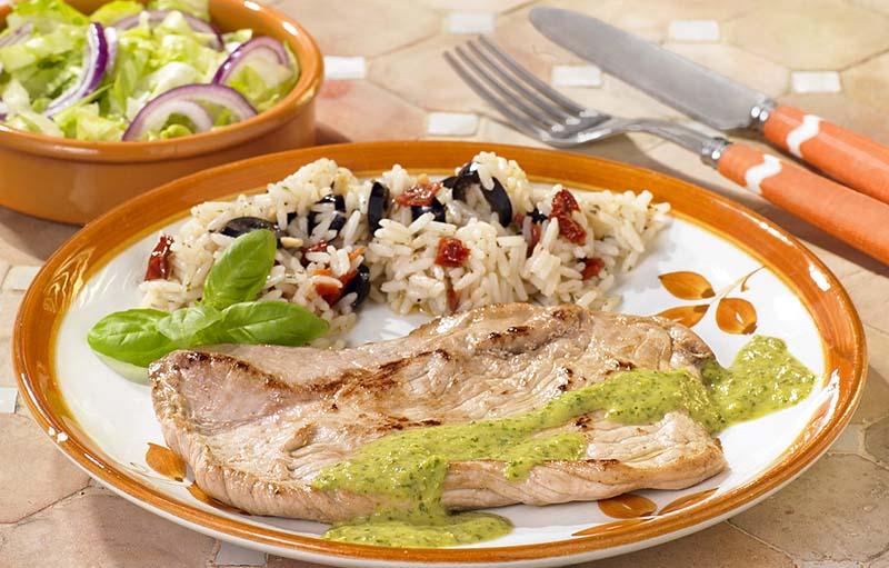 Varkensescalope met salsa verde en zuiderse rijst