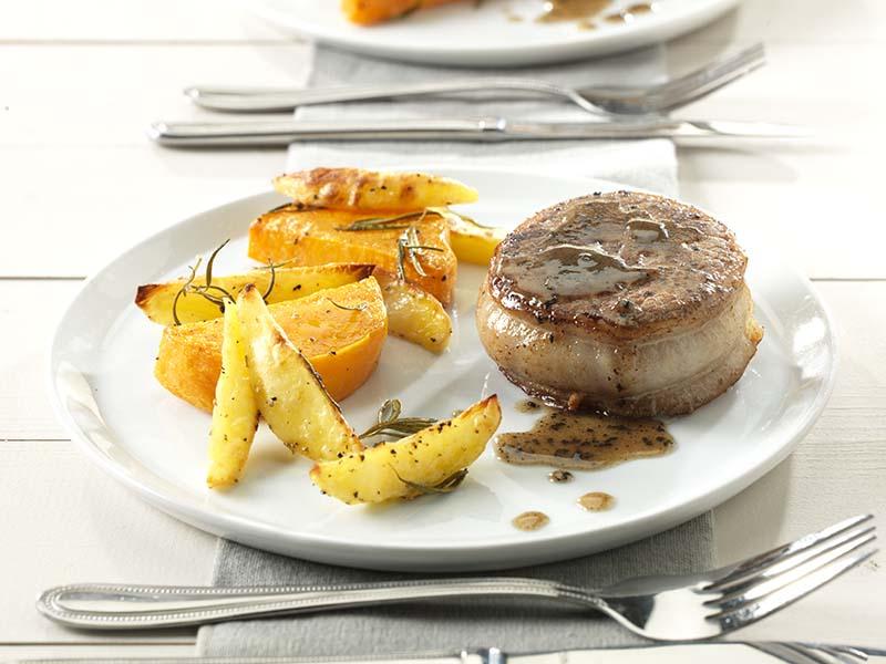 Tournedos, pommes de terre et courge Butternut rôties